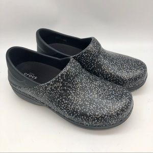 Dual Crocs Comfort clogs